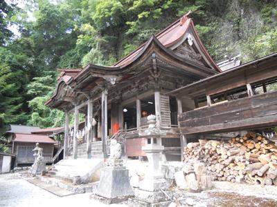 穴門山神社の見事な構え
